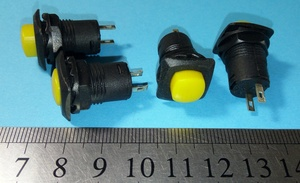 DAMMER K10632 Кнопка   Универс. Квадр. мал. жёлт.  С/фикс.