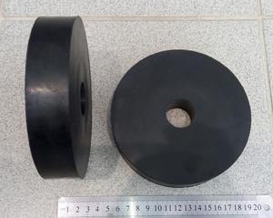 УКРАИНА K30445 Пду  пружины   Опорная Пер. верх.  D=140mm, d=30mm, h=30mm,  над опорой амортизатора (сверлить под болты)